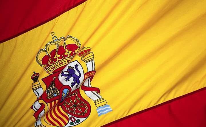 ¿A qué esperan 40.000.000 de españoles frente a 2.000.000 de posibles de independentistas para manifestarse y lucir la Bandera Nacional, de todos, y a exigir el cumplimiento de la Ley de Banderas en todo el territorio nacional?