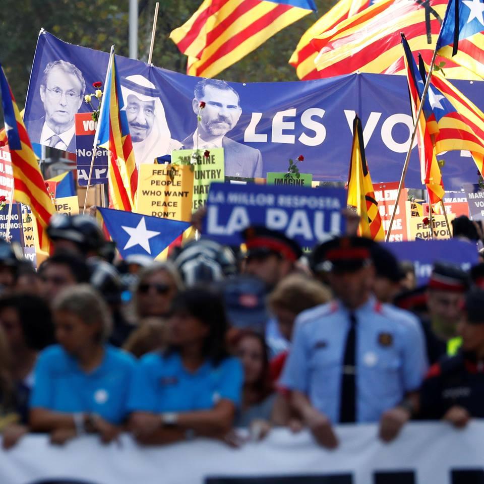 En desagravio al mal trato sufrido por el Rey en Barcelona