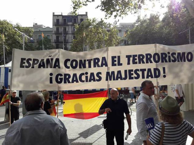 Pancarta cuyos portadores fueron atacados