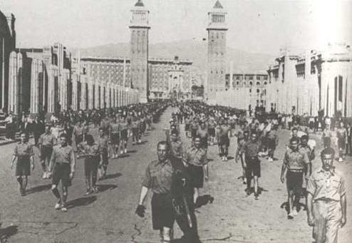 Vean con qué fascista disciplina desfilaban por Barcelona en 1933 los esamots