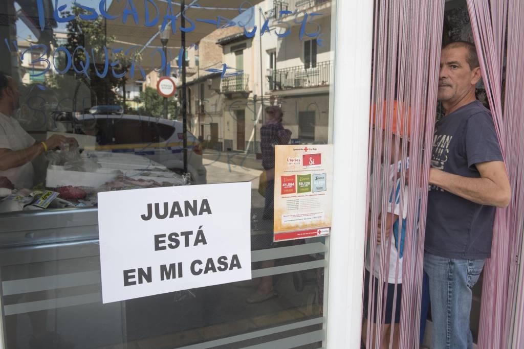 """""""Juana está en mi casa"""" es el lema de la ola de solidaridad con Juana Rivas después de que se negase a entregar a sus hijos a su padre, denunciado por malos tratos."""