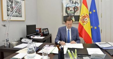 Esos cuadros monstruosos -Luis Gordillo y Miró- los puso Zapatero y va él y los deja