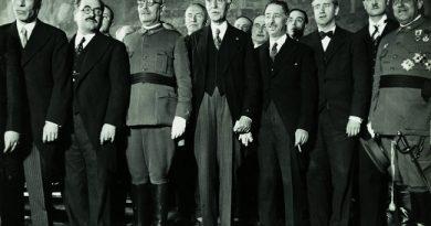 Maciá en el centro, a su derecha Batet a su izquierda. Companys. 1933