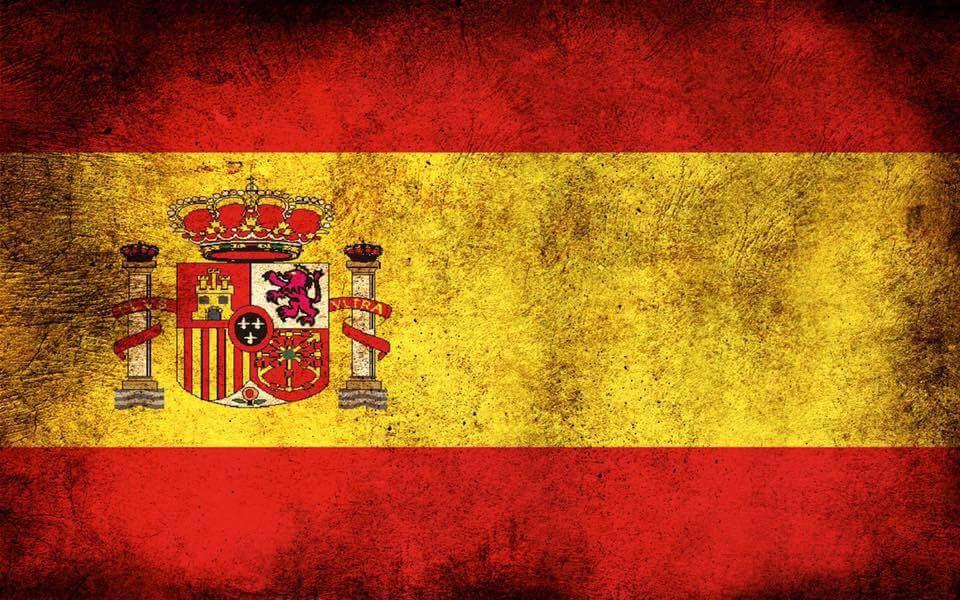 bandera de España con marcas del tiempo