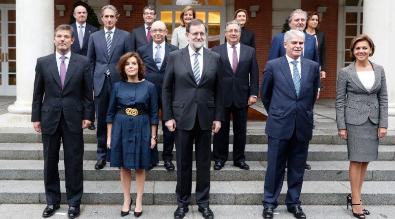 Mariano Rajoy, posa con los integrantes del nuevo Gobierno de España