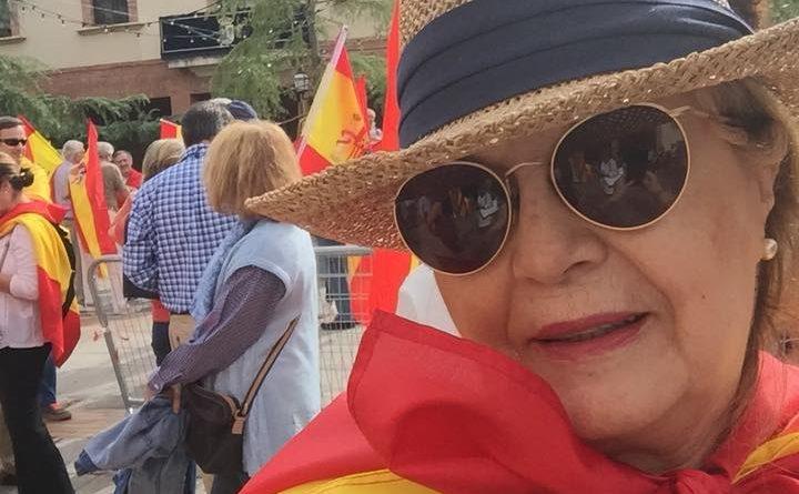Merecedes Ibañez Huete con la bandera de España