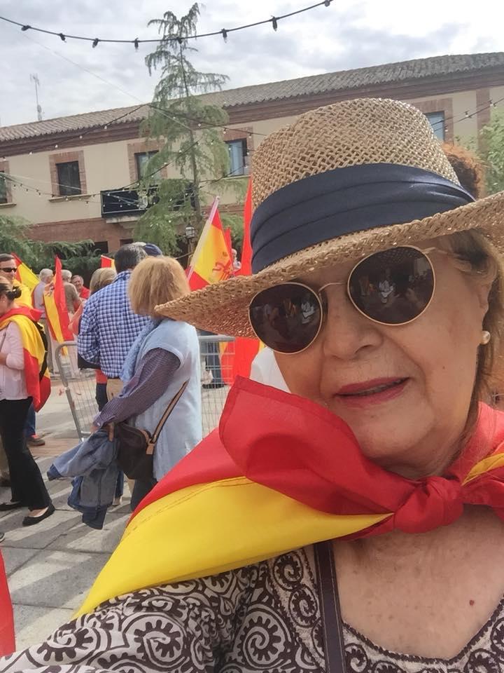 Mercedes Ibañez Huete con la bandera de España