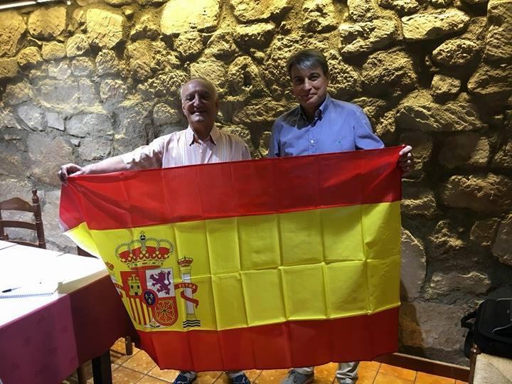 Policarpo con la bandera de España