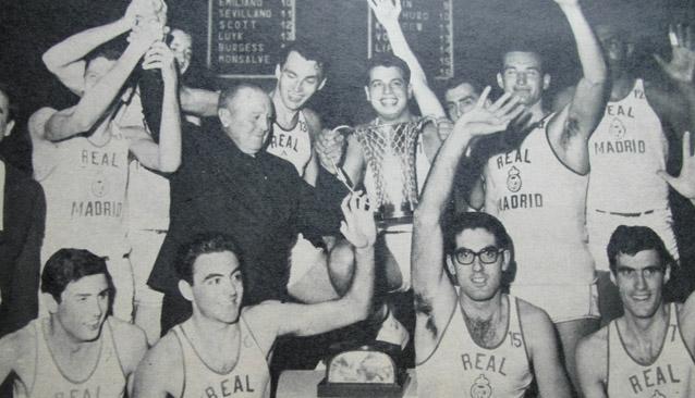una vez el R. Madrid se anotó intencionadamente una canasta en contra, un hecho que cambió las reglas del baloncesto