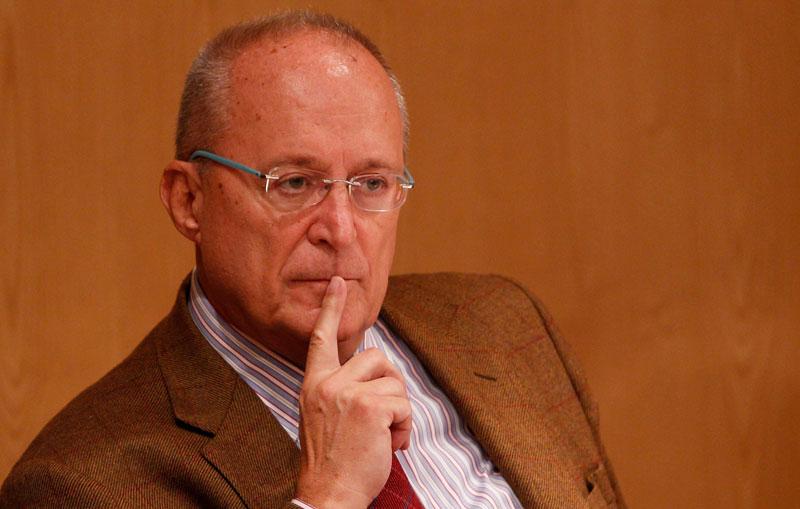 El escritor Fernando García de Cortázar