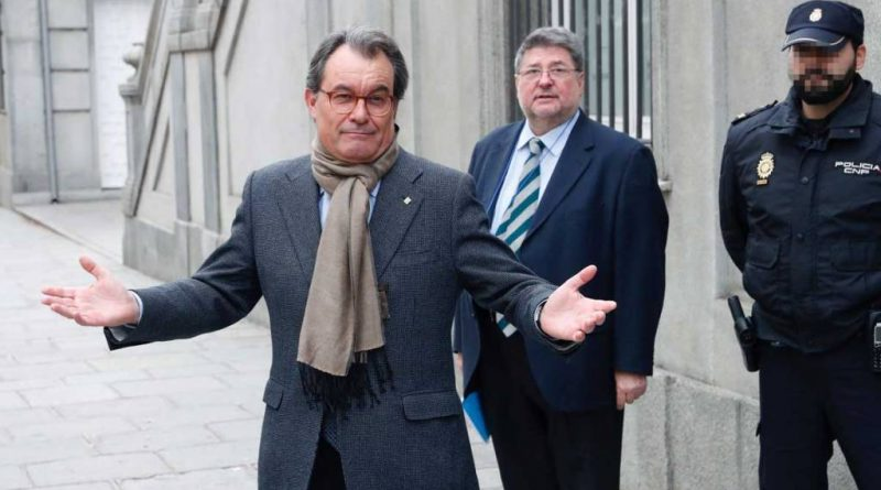 El expresident de la Generalitat Artur Mas, a su salida del Tribunal Supremo tras declarar en el juicio del 9N.