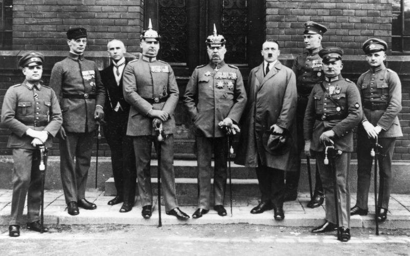 Hitler en la época