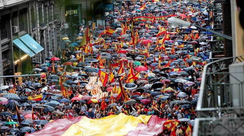 Imagen de la manifestación contra el 1-o que ha recorrido la Vía Layetana