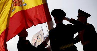 La Guardia de Honor iza la bandera española