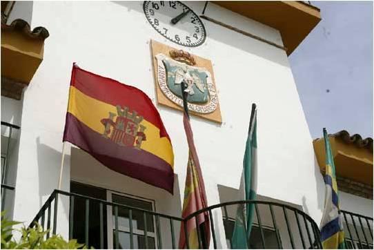 Se empiezan a ver los primeros ayuntamientos andaluces con la bandera republicana