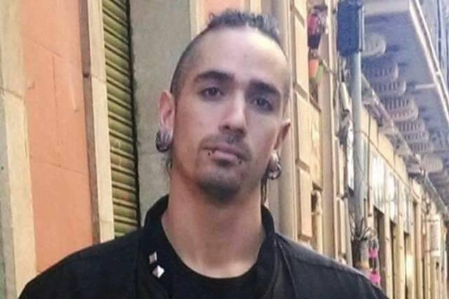 Según El Heraldo de Aragón, Lanza ya cumplió cinco años de prisión por dejar tetrapléjico de una pedrada a un guardia urbano de Barcelona.