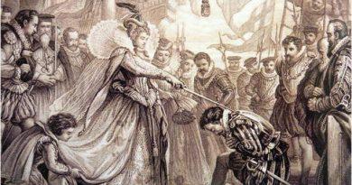 Grabado de la época donde la Reina Isabel I nombra caballero al corsario Francis Drake, ídolo británico en su lucha contra España. Los ingleses suelen contar muy bien la historia, sobre todo si salen ellos beneficiados en el relato, pero a la hora de exponer sus derrotas y fracasos no son tan precisos ni honestos. Francis Drake sin duda logró éxitos contra los españoles, pero también sonados fracasos, los éxitos han sido ampliamente tratados, no así los fracasos. La actividad de Drake se limitó al saqueo de las indefensas poblaciones del Caribe.