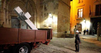 Imagen de la retirada de la Cruz con nocturnidad y alevosía