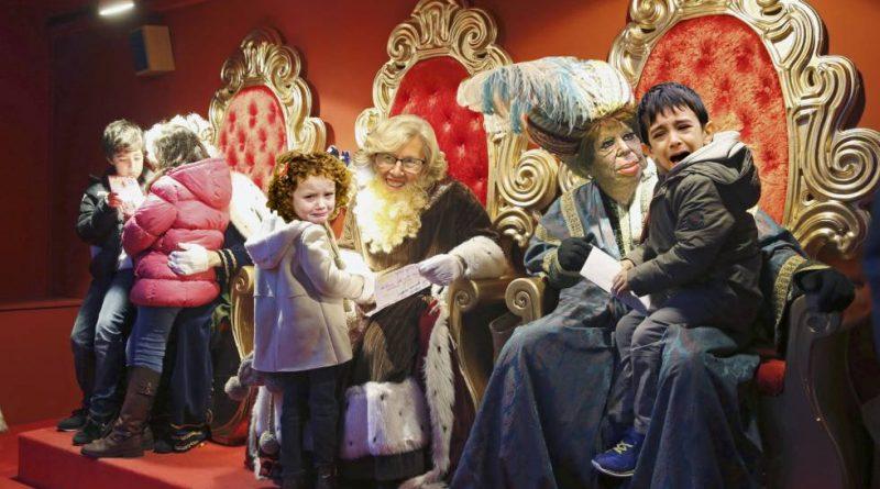 Una 'drag queen' desfilará en la cabalgata de los Reyes Magos de Vallecas. Ilustración de Santi Orue