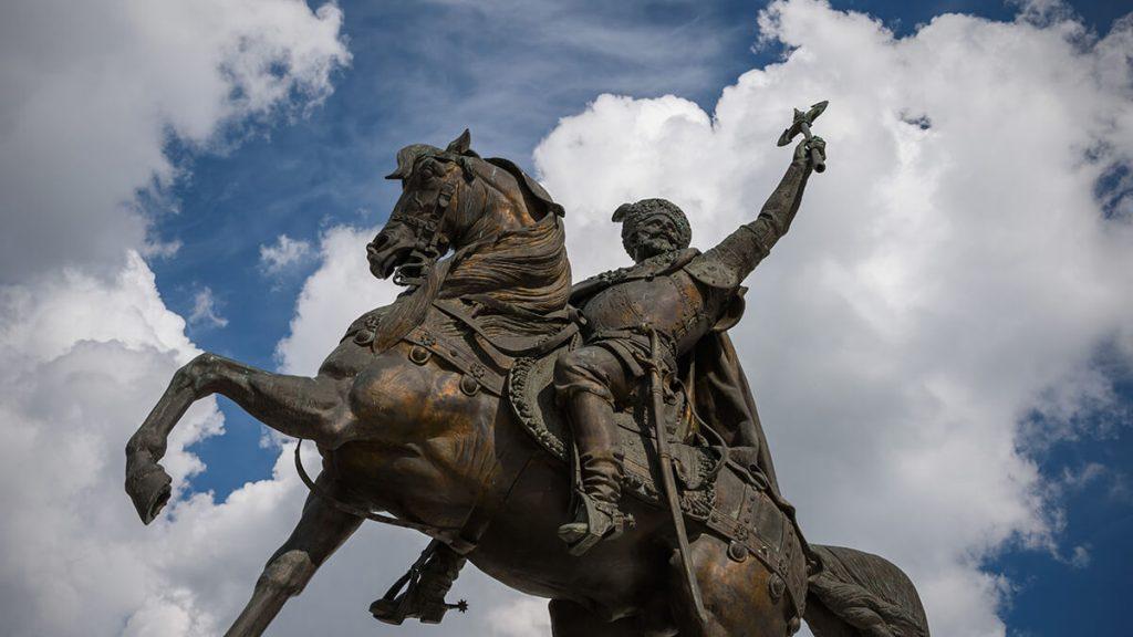 Estatua ecuestre de Miguel el Valiente o de Mihai Viteazul ( 1558-1601 ) que fue el príncipe de Valaquia y Moldavia y es considerado como uno de los héroes