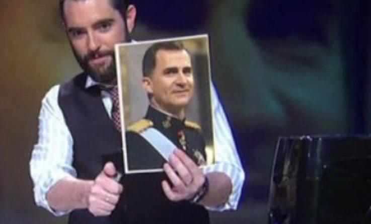 Todos sabemos que Dani Mateo quema la foto porque es hombre, blanco y Jefe de un Estado, si fuera la de una mujer, negra y asesina psicópata se cagaba por la pata abajo, esa es la izquierda española