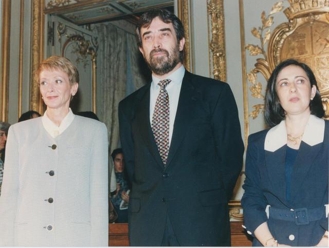 El Ministro de Justicia e Interior, Juan Alberto Belloch, junto a las nuevas Secretarias de Estado de Interior, Margarita Robles, y de Justicia, María Teresa Fernández de la Vega, tomando posesión de sus cargos