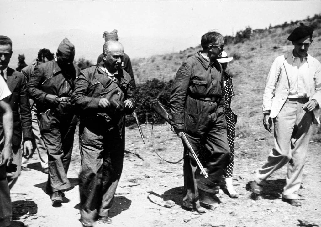 Julio Alvarez del Vayo y Francisco Largo Caballero visitan el Frente de Guadarrama