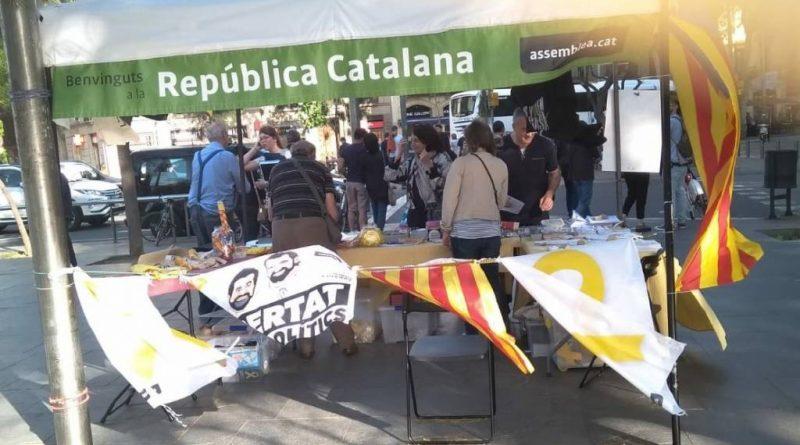 Los catazombis abandonaron plaza Cataluña, pero hoy han reaparecido a cien metros, en plaza Urquinaona