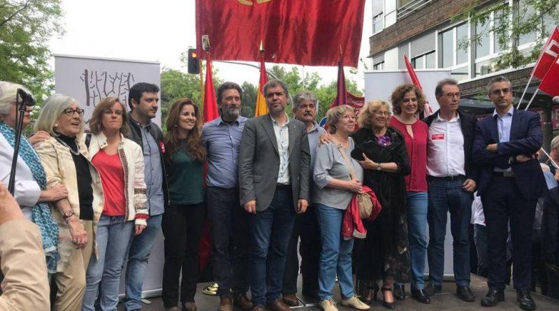 Manuela Carmena inaugurando el cambio de nombre de una calle de Madrid al amparo de la Ley de Memoria Histórica en un acto puramente institucional