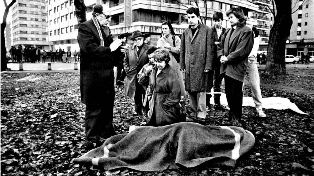 Juan Atarés Peña fue asesinado con dos tiros en la nuca y vi de rodillas, desconsolada, ante el cadáver del general a su mujer, María Luisa Ayuso,