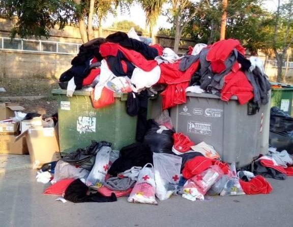 Al parecer la ropa seleccionada para los refugees de Pedrito no era del agrado de los nuevos huéspedes.
