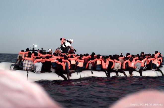 Pedro Sánchez ofrecerá a la ONU Valencia para acoger al barco Aquarius con más de 600 inmigrantes. Karpov