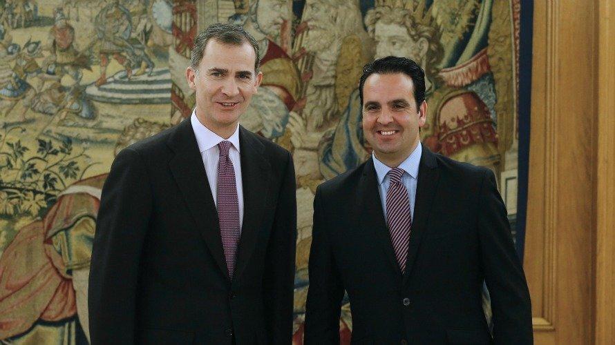 Íñigo Alli con el Monarca durante 35 minutos en su despacho del Palacio de la Zarzuela, dentro de la segunda ronda de consultas del jefe del Estado para buscar candidato a la investidura en Enero de 2016