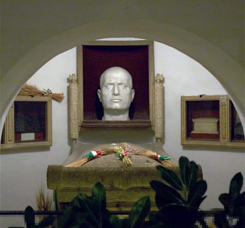 Mausoleo de mussolini