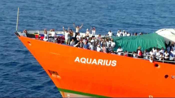 El Aquarius camino de España