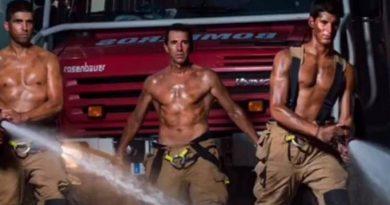 El calendario solidario de los bomberos de Zaragoza censurado