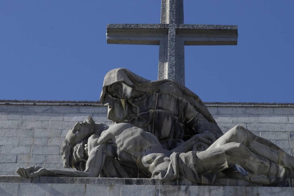 Estatua de la Virgen y Cristo yacente en el Valle de los Caídos.