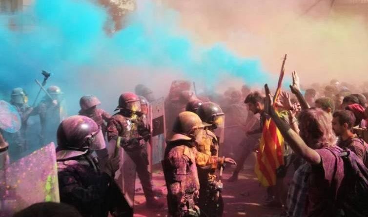 Estamos a un paso de una guerra civil entre catalanes a causa de la la catatónica catalonia.