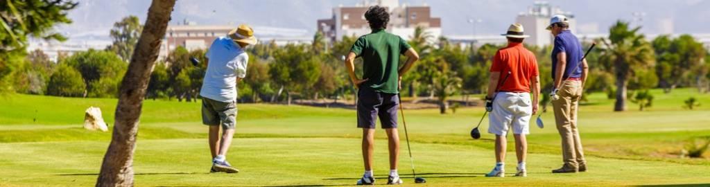 otro de los elementos que hacen de Roquetas, uno de los lugares más deseados por turistas provenientes del mercado británico y centro europeo, como es su campo de golf de Playa Serena