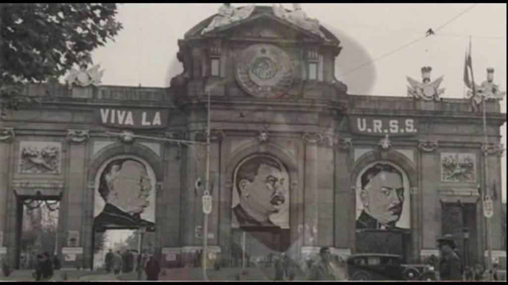 Ahí no pone Viva España, pone Viva la URSS. España nunca fue la opción de ese partido TRAIDOR y GOLPISTA