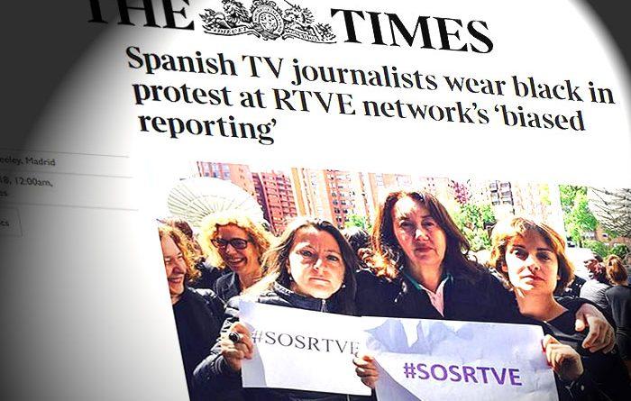 The Times resalta que periodistas españoles se visten de negro en protesta por la información parcial de TVE