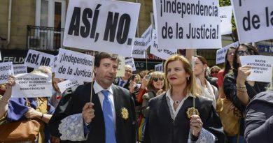 Concentración de jueces y fiscales del pasado 4 de mayo a las puertas del Ministerio de Justicia, dirigido entonces por Rafael Catalá. BERNARDO DÍAZ