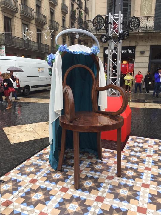 El Belén de las sillas vacías de Ada Colau
