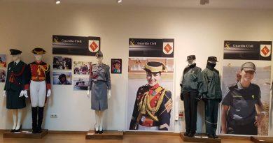 La Guardia Civil ofrece en Cáceres una exposición que repasa la presencia de la mujer en la institución desde 1988