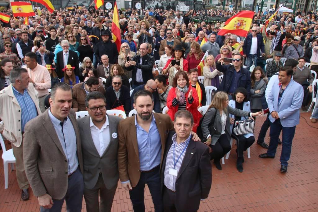 Mitín en Málaga el 17 de noviembre de 2018. A la derecha Eugenio Moltó. Foto de Paco Linares