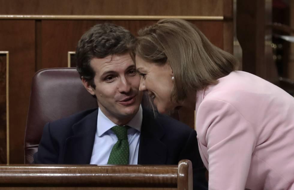 Pablo Casado y Maria Dolores de Cospedal en el Congreso.