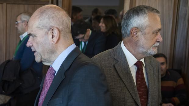 Chaves y Griñan en una de las sesiones del juicio