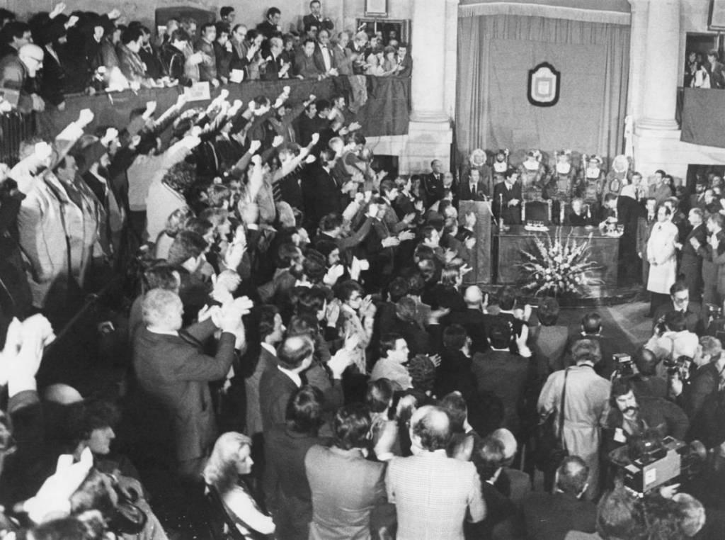 El ámbiente de máxima tensión que se respiraba en Euskadi el 4 de febrero de 1981, unos días antes del 23-F, cuando Juan Carlos I acudió a la Casa de Juntas