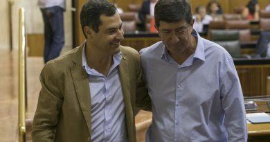Juanma Moreno y Juan Marín en el Parlamento
