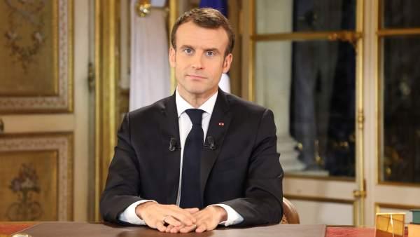 Macron intenta aplacar a los 'chalecos amarillos' y anuncia una subida del SMI de 100 euros al mes